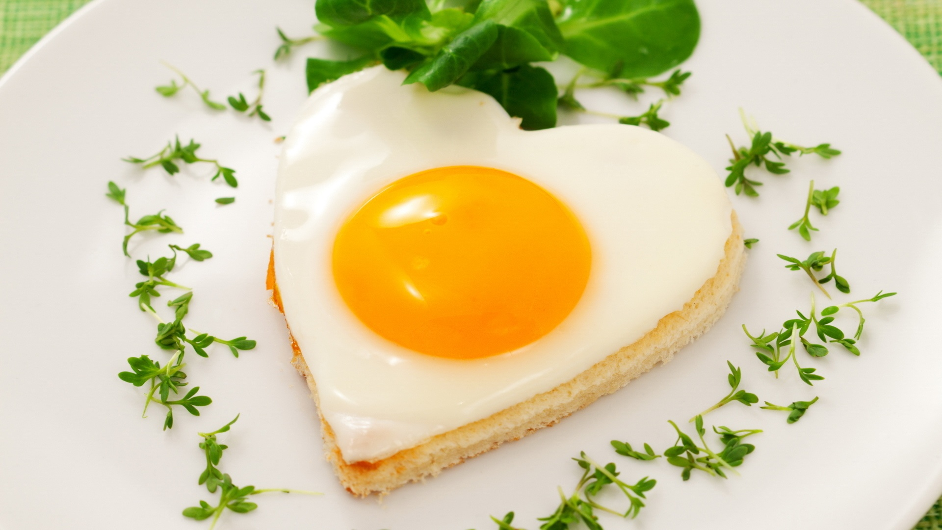 http://www.healthylivingandtravel.com/wp-content/uploads/2013/07/heart-shaped-egg-pastry-breakfast_1920x1080.jpg